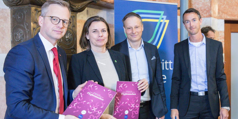 Representatives from the Swedish aviation business handing over a document