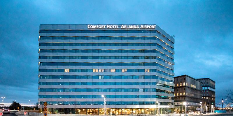 Comfort Hotel Arlanda med Office One i bakgrunden