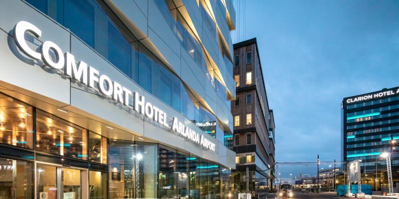 Comfort Hotel Arlanda med Office One och Clarion Hotel i bakgrunden