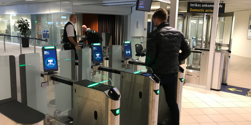 Traveler passing the self service access control